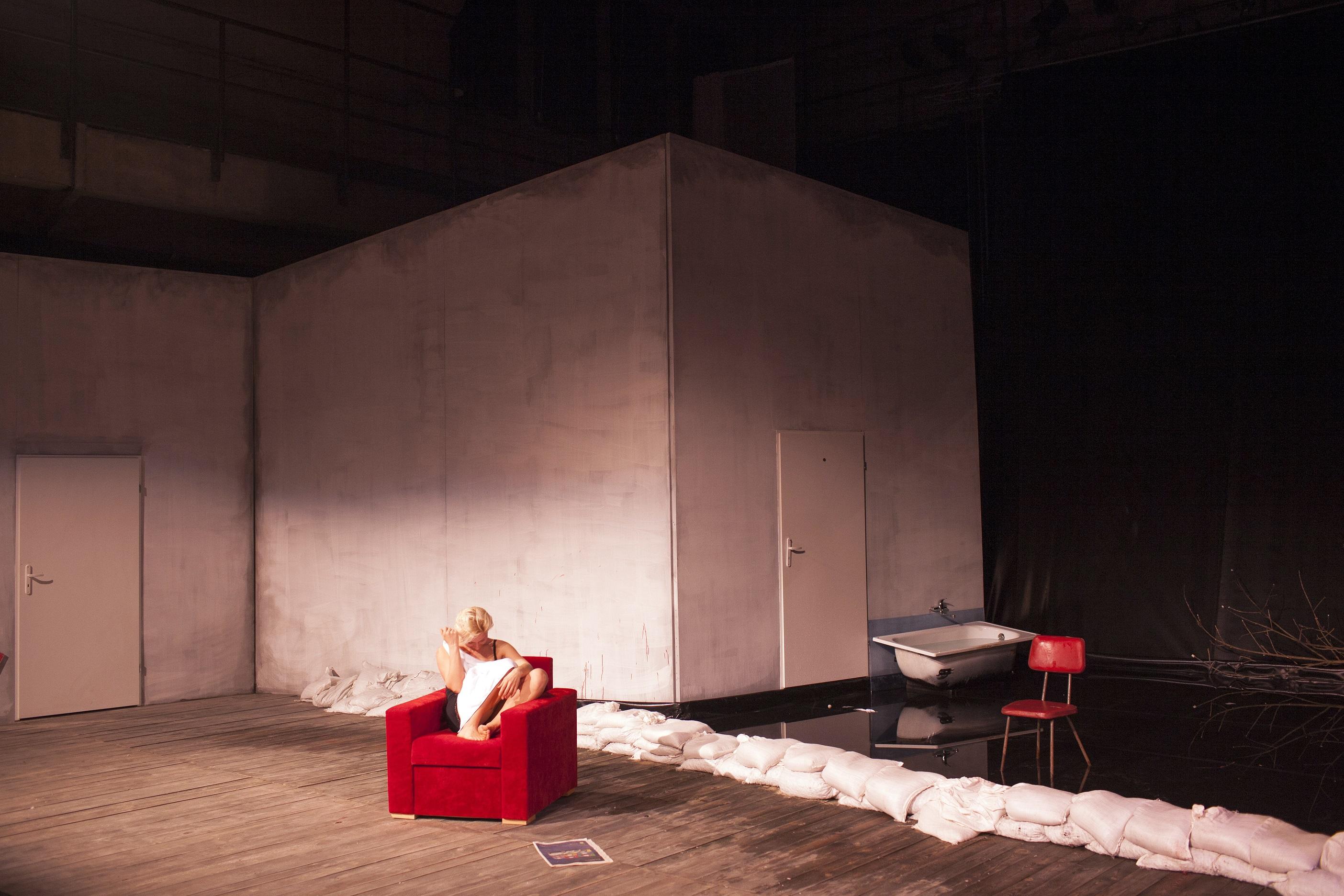 """Teatr Laznia Nowa, spektakl """"Klatwa"""", rezyseria Monika Strzepka Fot. Tomasz Wiech"""