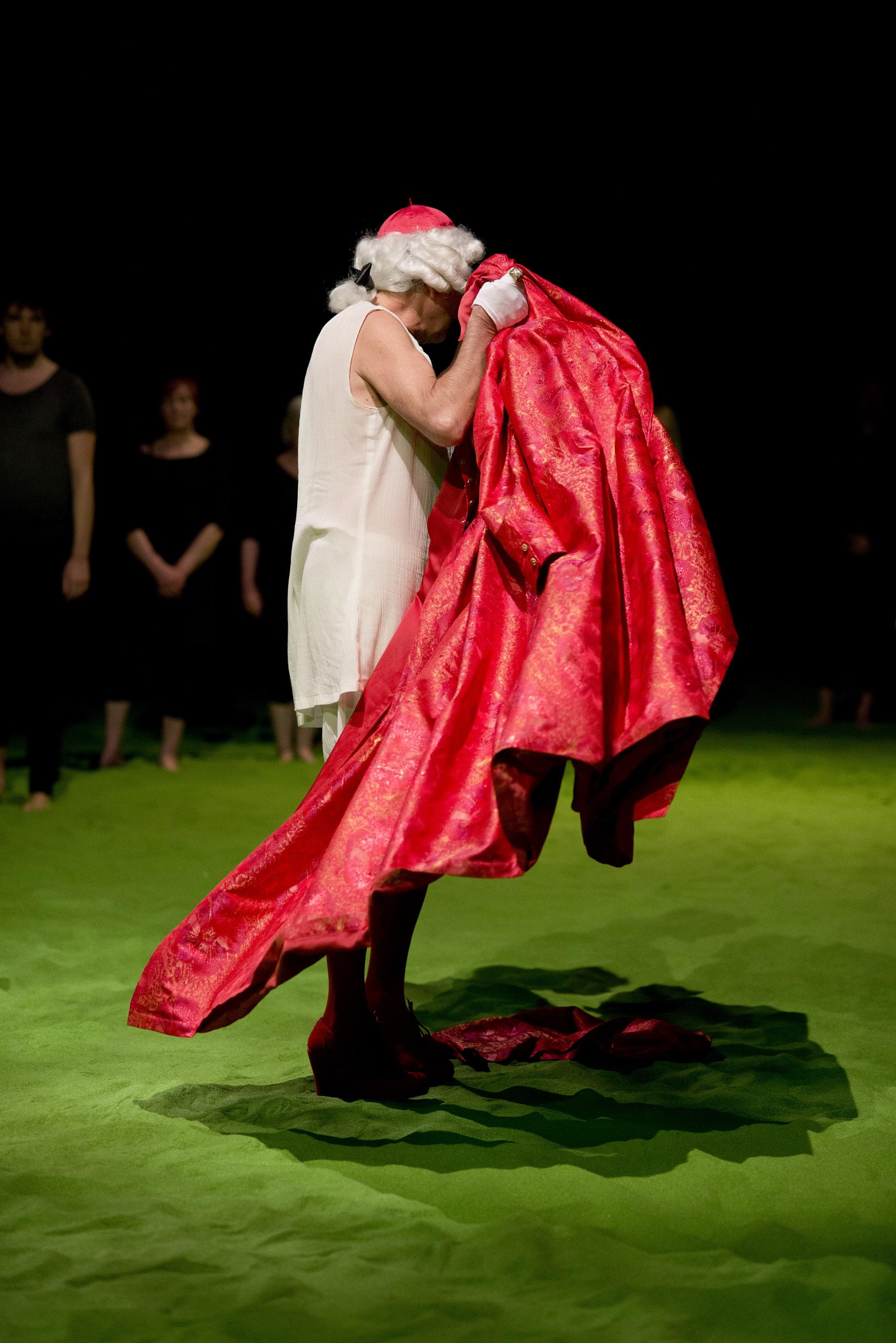 """18.05.2013 Kraków. Teatr Łaźnia Nowa. Próba generalna spektaklu """"Klub miłoścników filmu Misja"""". Fot. Bartosz Siedlik"""
